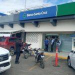 Banco Santa Cruz dice apresados por la DNCD realizaban transacciones durante el arresto